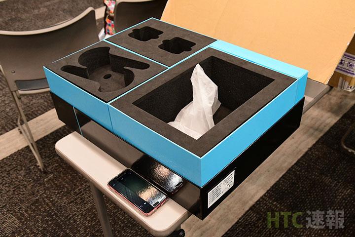 HTC Viveの箱はとても大きい。